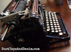 Side view of my vintage typewriter | DuctTapeAndDenim.com