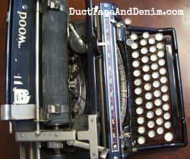 Top view of my vintage typewriter | DuctTapeAndDenim.com