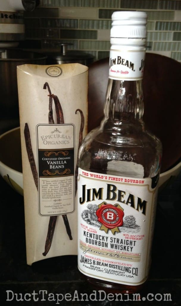 It only takes two ingredients to make homemade bourbon vanilla extract   DuctTapeAndDenim.com