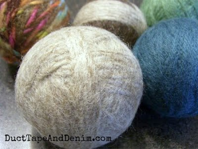DIY dryer balls tutorial | DuctTapeAndDenim.com