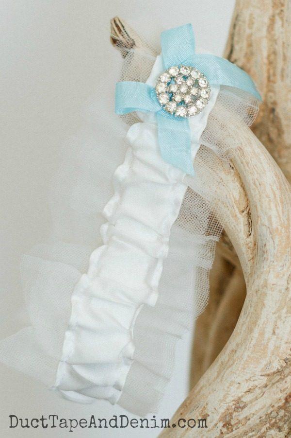 Blue wedding garter to keep | DuctTapeAndDenim.com