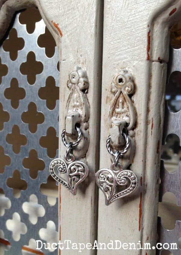 Close up of my new handle on the vintage jewelry cabinet | DuctTapeAndDenim.com