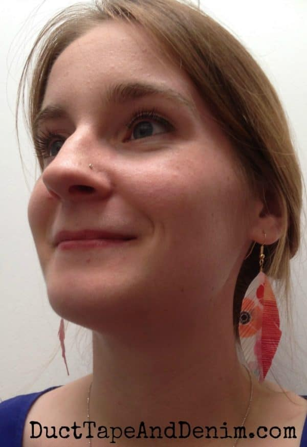 My washi tape feather earrings | DuctTapeAndDenim.com