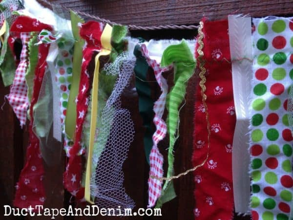 My fabric scrap Christmas garland | DuctTapeAndDenim.com