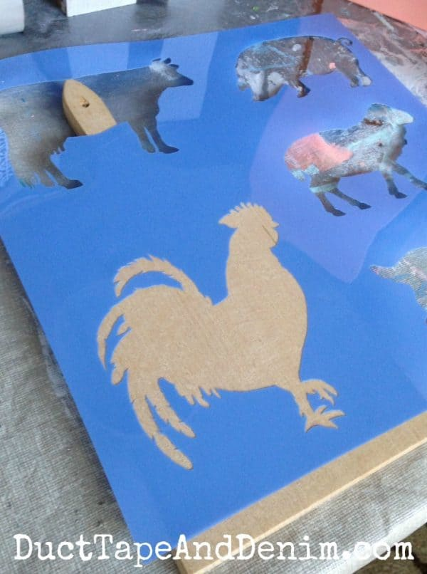 Rooster stencil DIY on a thrift store cutting board | DuctTapeAndDenim.com