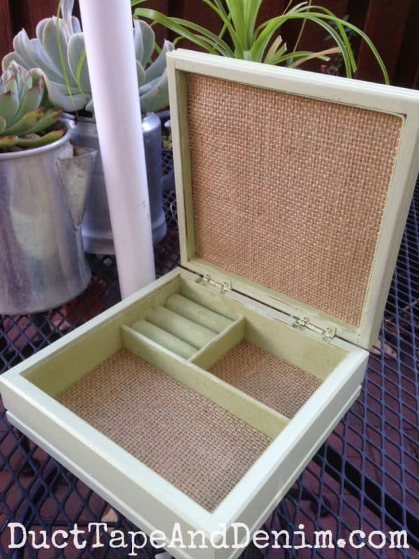 Inside of the green and burlap jewelry box | DuctTapeAndDenim.com