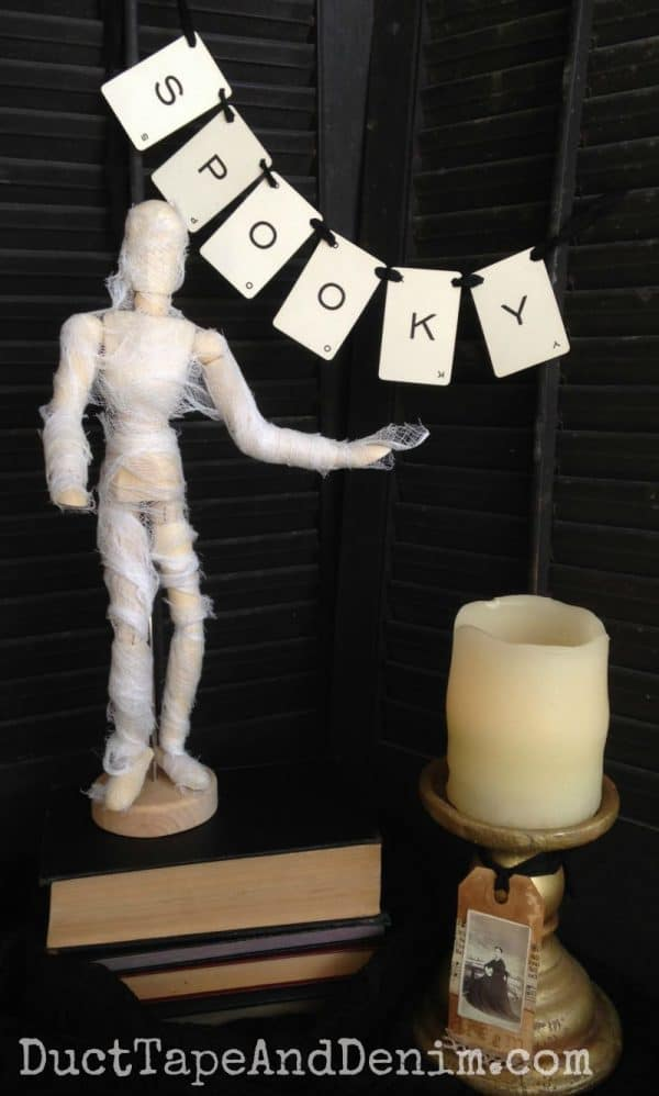 DIY Halloween mummy model. More Halloween DIY and easy craft ideas on DuctTapeAndDenim.com