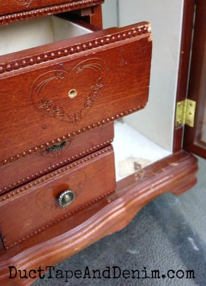 Flaws in old jewelry box that I'm going to makeover | DuctTapeAndDenim.com