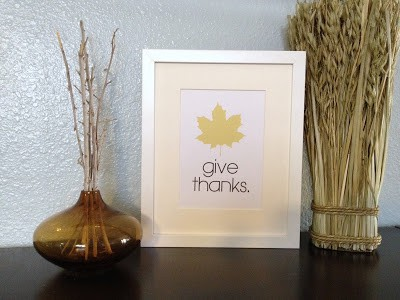 Simple give thanks with maple leaf or turkey, one of my 25 favorite FREE Thanksgiving printables on DuctTapeAndDenim.com