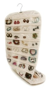 Hanging pocket jewelry organizer | DuctTapeAndDenim.com
