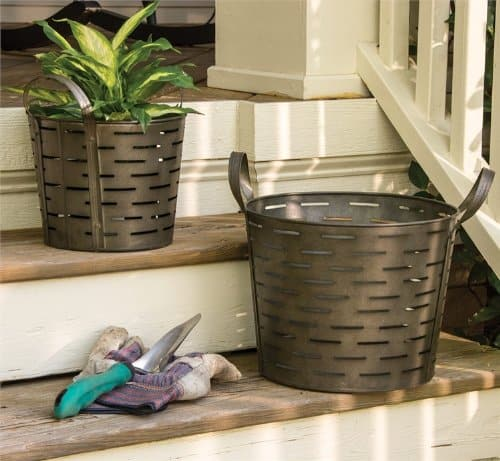 Farmhouse Storage Ideas, olive bucket or baskets | DuctTapeAndDenim.com