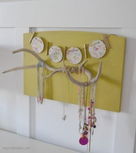Antler Necklace Holder, DIY Jewelry organization | DuctTapeAndDenim.com