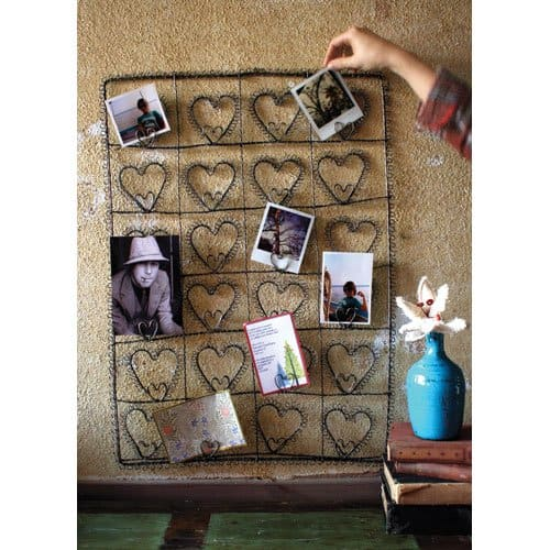 Metal wire card or photo holder for your farmhouse ~ gift guide for Fixer Upper fans ~ DuctTapeAndDenim.com