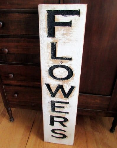Handmade distressed flowers sign for your farmhouse kitchen | DuctTapeAndDenim.com