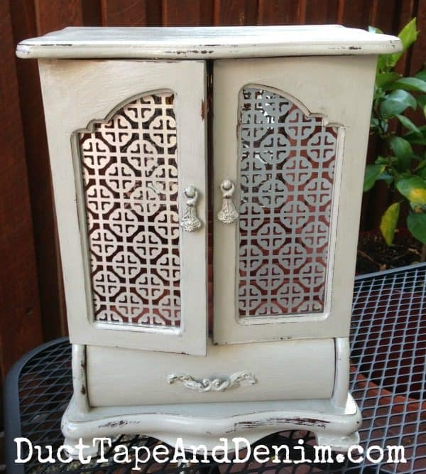 Finished chalk paint jewelry cabinet, thrift store makeover | DuctTapeAndDenim.com