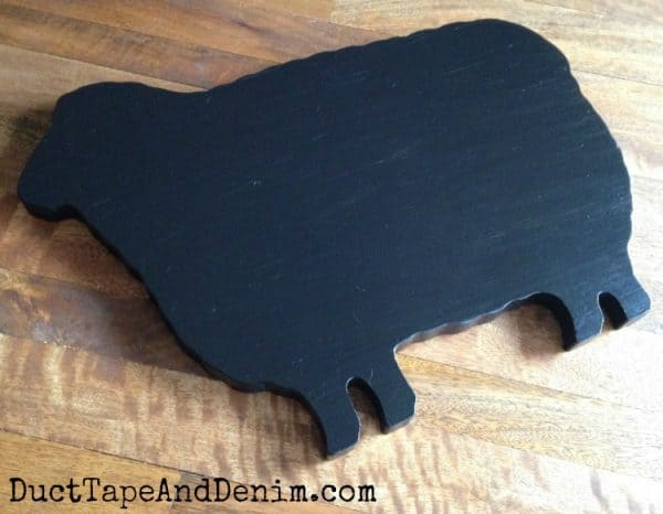 DIY blackboard sheep sign | DuctTapeAndDenim.com