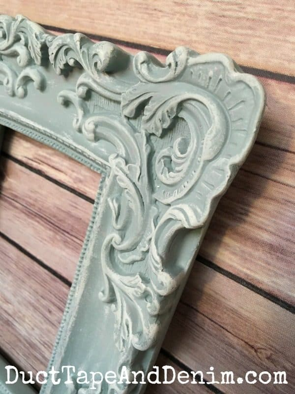 Detailed close up on chalk painted frame | DuctTapeAndDenim.com