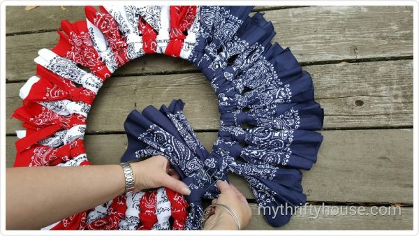 Patriotic bandana wreath & more quick easy 4th of July decorations you can make on DuctTapeAndDenim.com