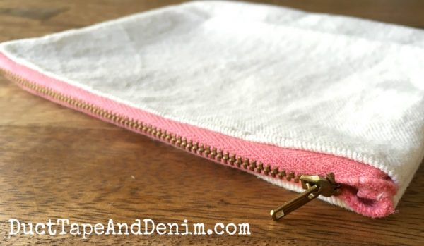 DIY makeup bag | DuctTapeAndDenim.com
