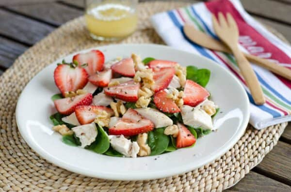 Chicken-Salad-with-Spinach-and-Strawberries