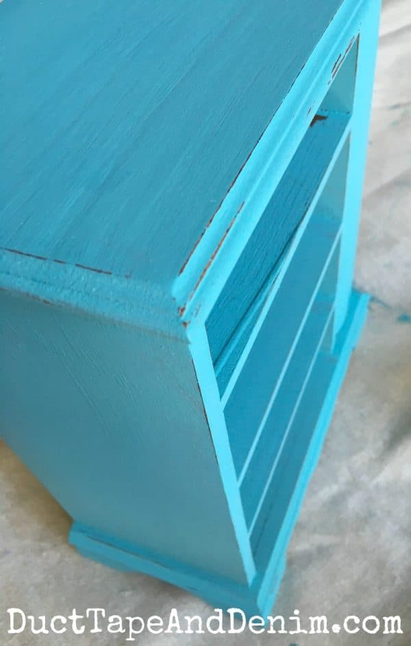 Distressed edges on turquoise jewelry box | DuctTapeAndDenim.com