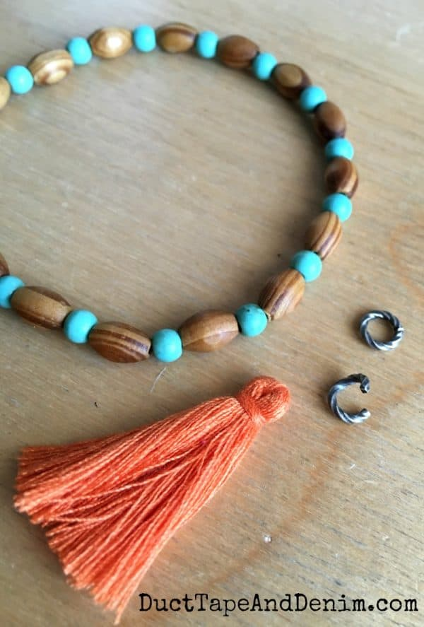 How to make tassel bracelets | DuctTapeAndDenim.com