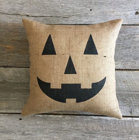 Burlap jack o'lantern face Halloween pillow cover, more Halloween pillows on Duct Tape and Denim blog, DuctTapeAndDenim.com