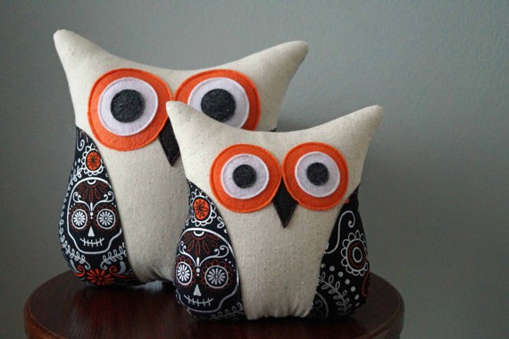 Owl Halloween pillow cover, more Halloween pillows on Duct Tape and Denim blog, DuctTapeAndDenim.com