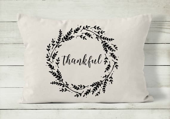 Thankful wreath Thanksgiving pillow | DuctTapeAndDenim.com