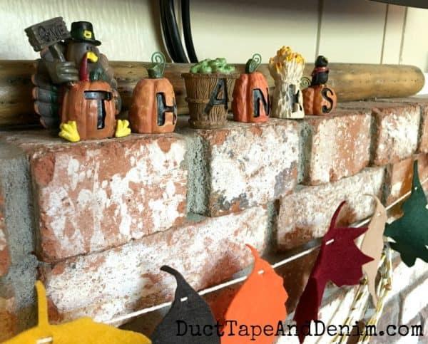 Give thanks Thanksgiving mantel | DuctTapeAndDenim.com