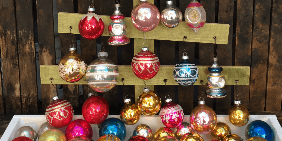 A Quick And Easy Way To Make A Rustic Christmas Ornament Display