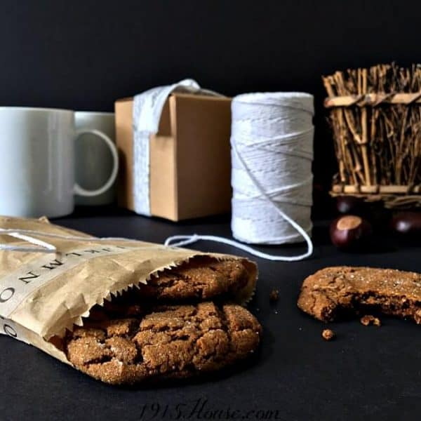 Bake Christmas cookies in November | DuctTapeAndDenim.com