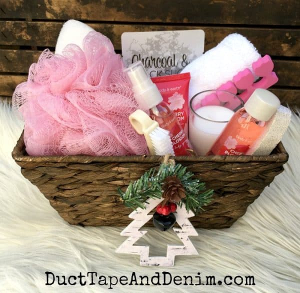 inexpensive spa basket more diy christmas gift ideas on ducttapeanddenimcom