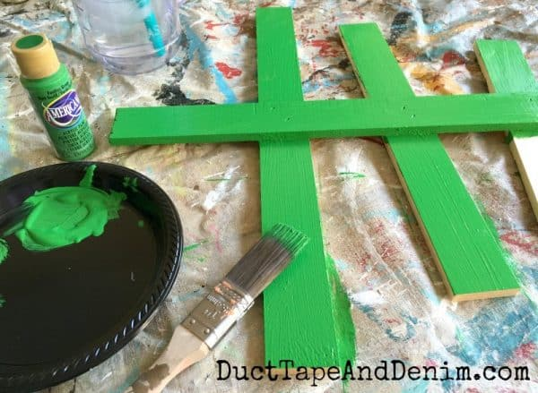 Painting my rustic wood Christmas tree green | DuctTapeAndDenim.com