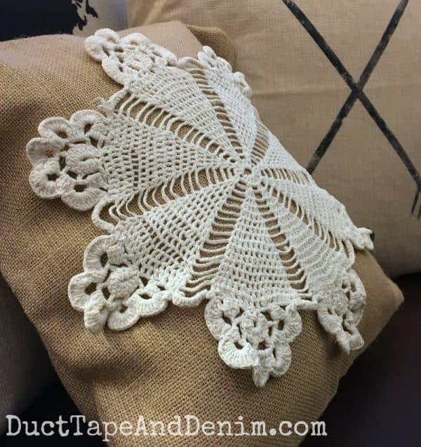 Doily burlap DIY throw pillow | DuctTapeAndDenim.com