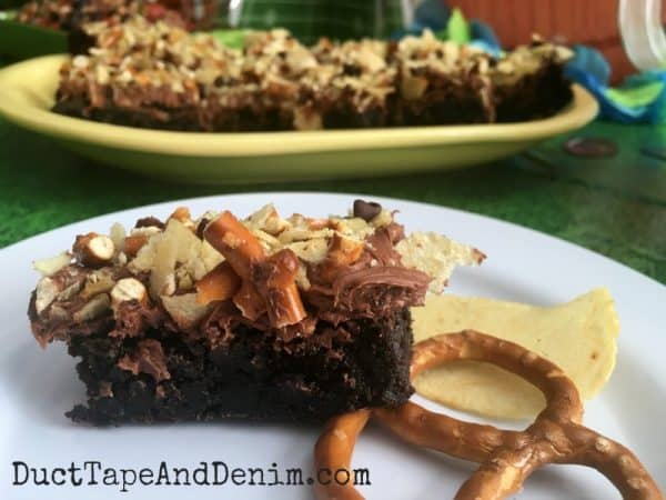 Junk food brownies, brownie recipe with potato chips and pretzels, snacks for the Big Game, football food | DuctTapeAndDenim.com