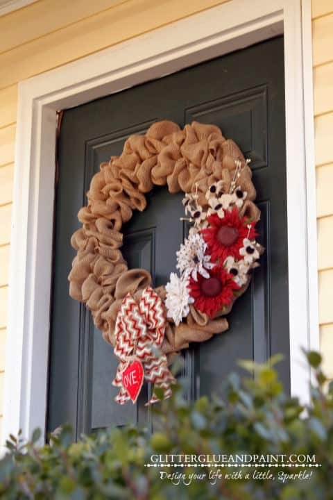 Burlap Valentine's Day wreath. More DIY ideas on DuctTapeAndDenim.com