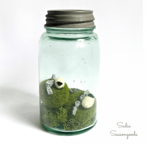 Ireland in a Jar. More DIY St. Patrick's Day Decorations ideas on DuctTapeAndDenim.com