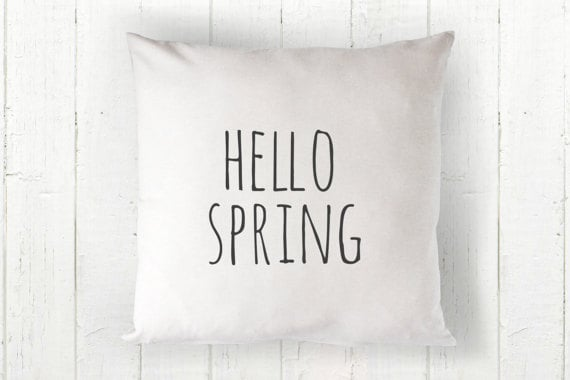 Hello spring pillow cover | DuctTapeAndDenim.com