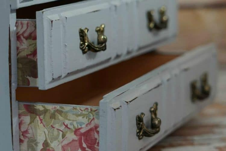 Ultimate guide to DIY jewelry box makeovers. LOTS of ideas on DuctTapeAndDenim.com