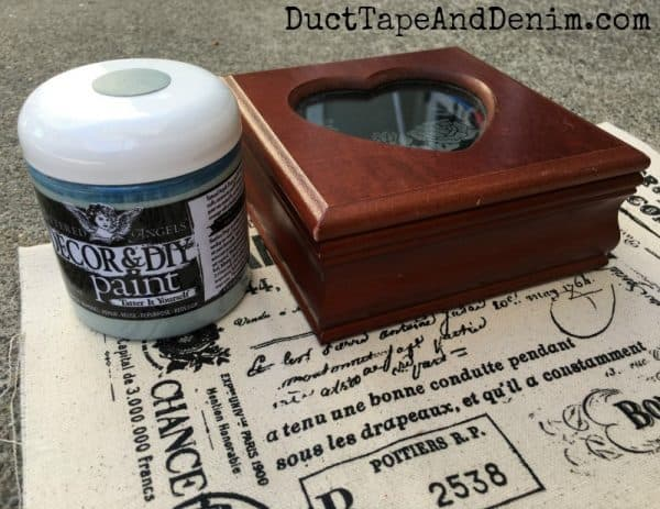 BEFORE painting my thrift store jewelry box with Tattered Angels Decor & DIY Paint | DuctTapeAndDenim.com