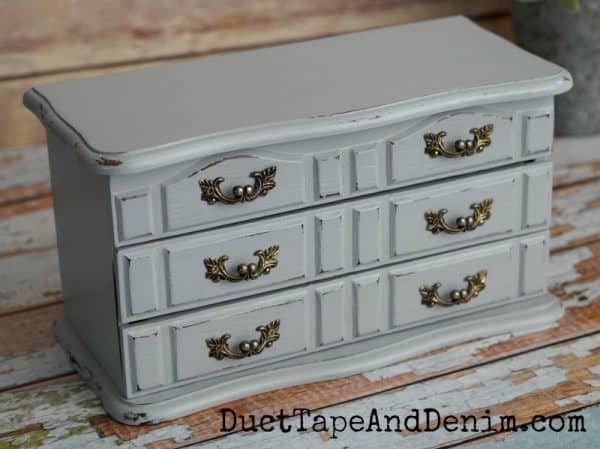 Finished blue chalk painted jewelry box | DuctTapeAndDenim.com