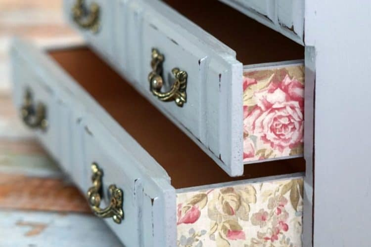 Blue & Pink Jewelry Box DIY, from Dark & Drab to Vintage Style Sweet