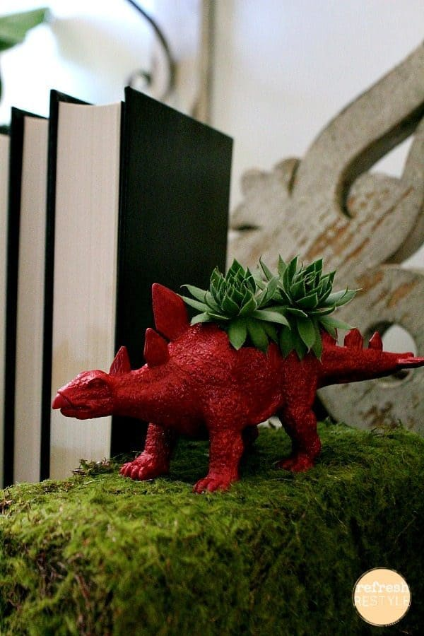Dinosaur bookend succulents and more DIY succulent planter ideas on DuctTapeAndDenim.com