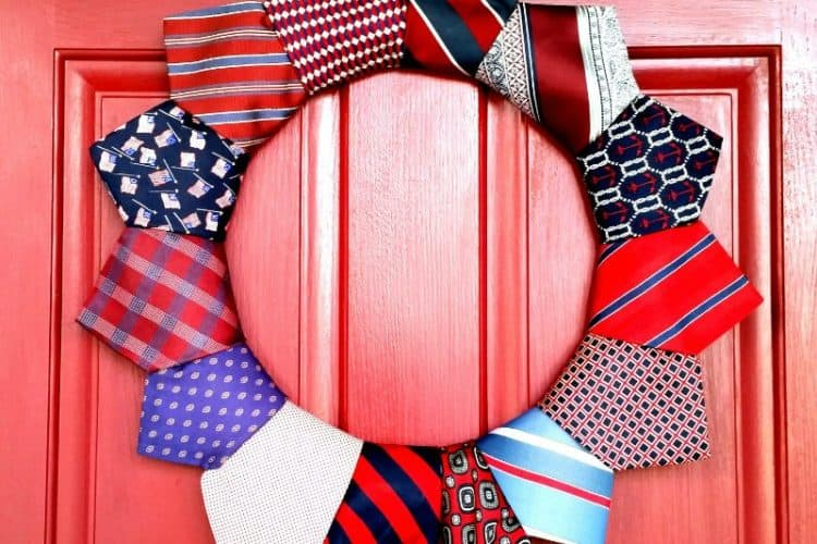 18 easy DIY July 4th wreaths to make on DuctTapeAndDenim.com