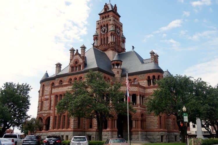 Ellis County Courthouse, Waxahachie, Texas, downtown square | DuctTapeAndDenim.com
