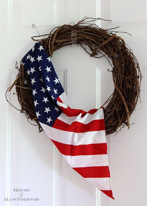 Quick and easy 4th of July flag wreath More July 4th wreath ideas on DuctTapeAndDenim.com