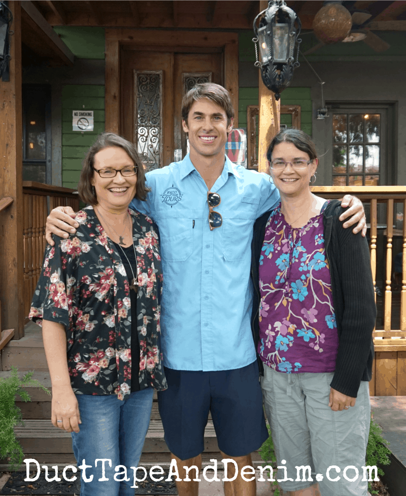 Sister chicks with David Ridley at Common Grounds in Waco | DuctTapeAndDenim.com