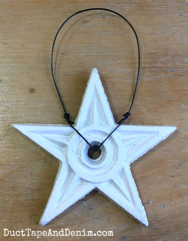 How to make a wire hanger for Christmas ornaments | DuctTapeAndDenim.com
