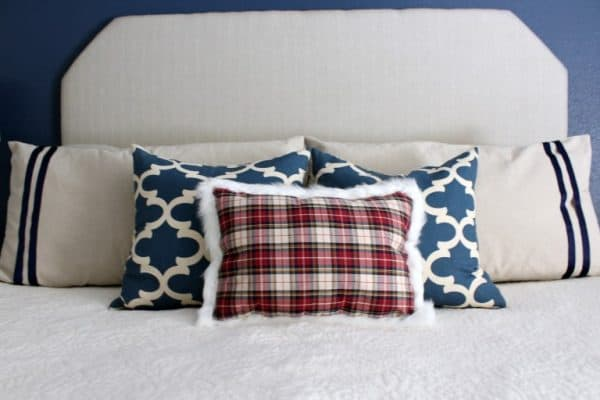 Plaid placemat Christmas pillow DIY